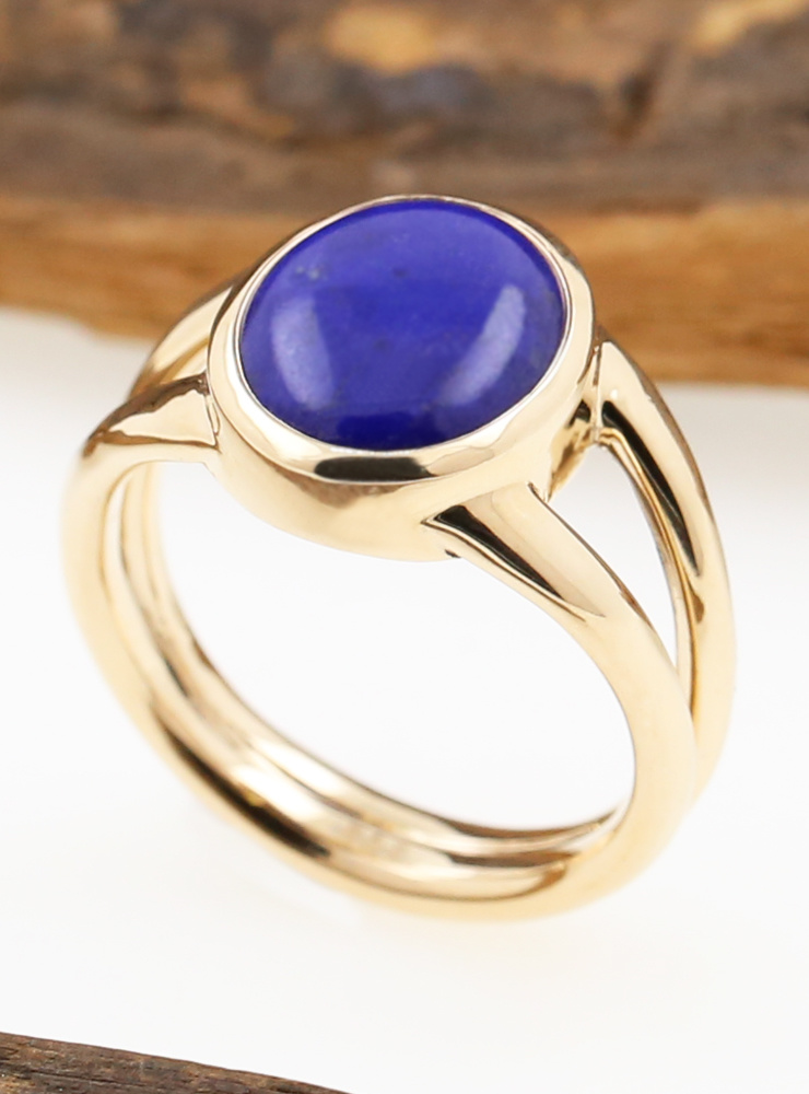 Juno: Ring aus 585er Roségold und Lapis Cabochon