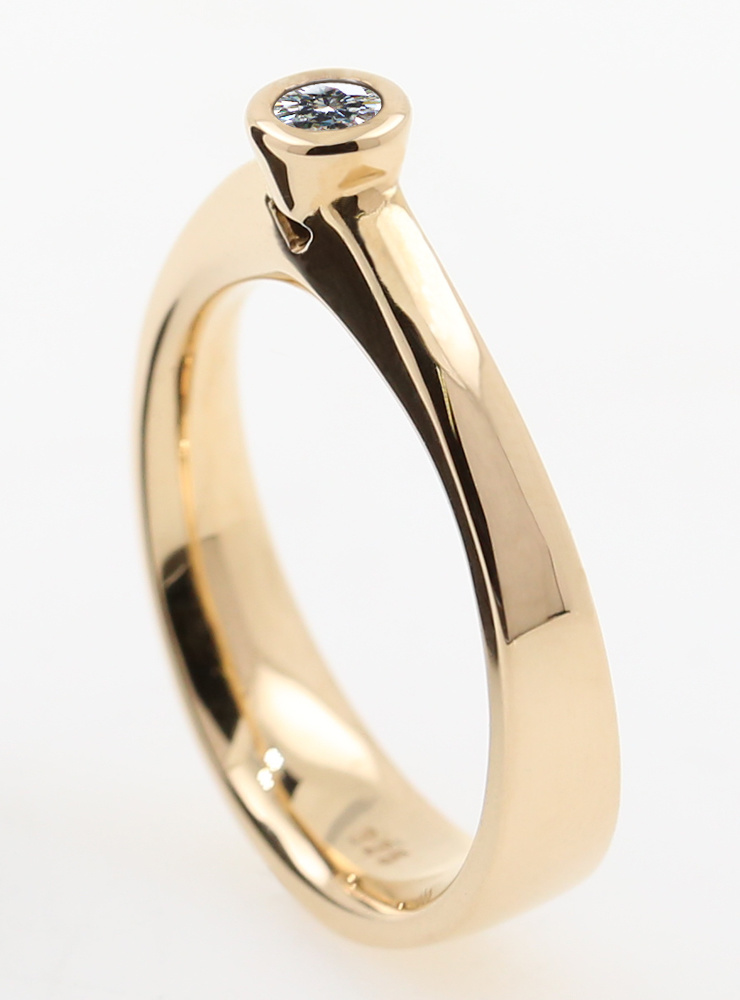 Judith: Ring aus 750er Gelbgold und Diamant