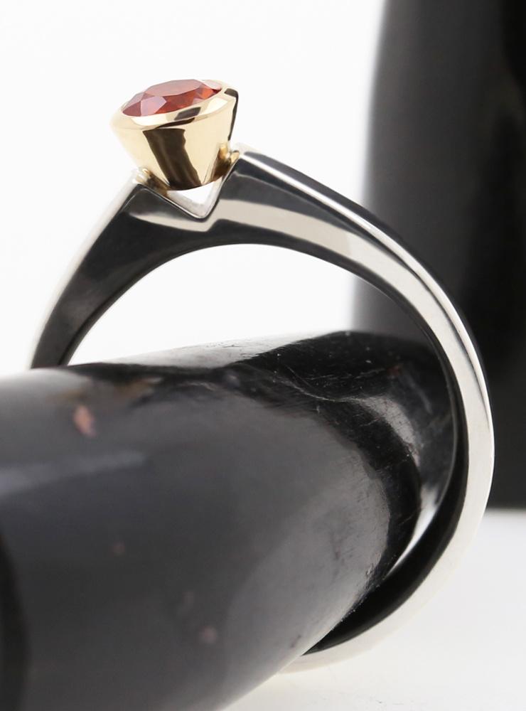 Judith: Bicolor Ring aus 925er Silber, 750er Gelbgold und Saphir