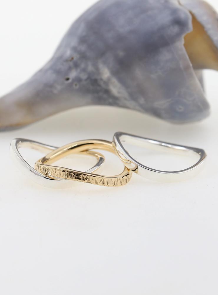 Dreiklang: 2 Ringe aus 925er Silber und 1 Ring aus 750er Gelbgold