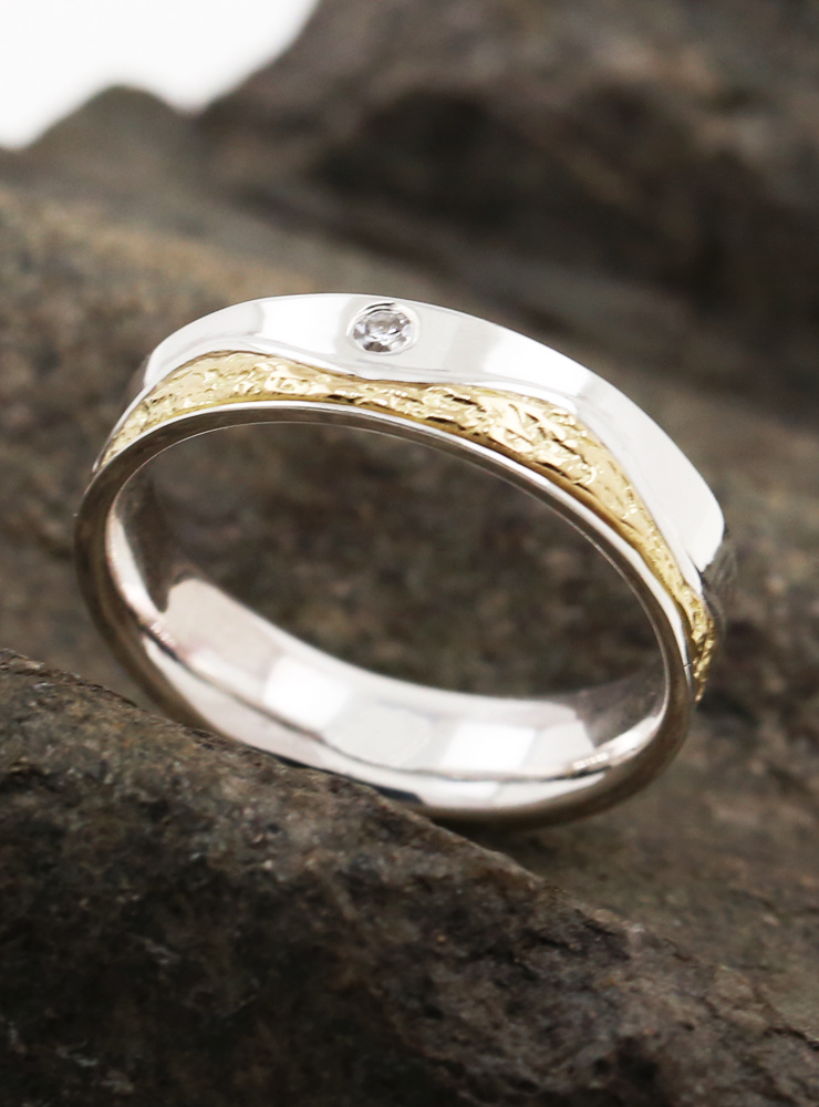 Wellenlinie: Bicolor Ring aus 925er Silber, 750er Gelbgold und Diamant