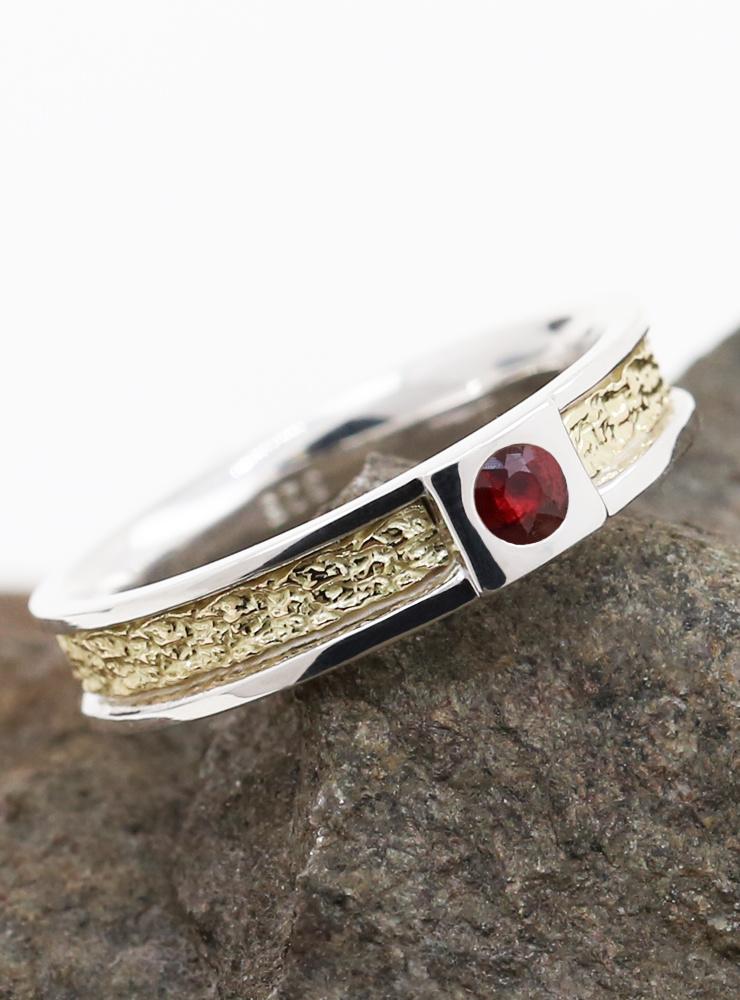 It's True: Bicolor Ring aus 925er Silber, 750er Gelbgold und Rubin
