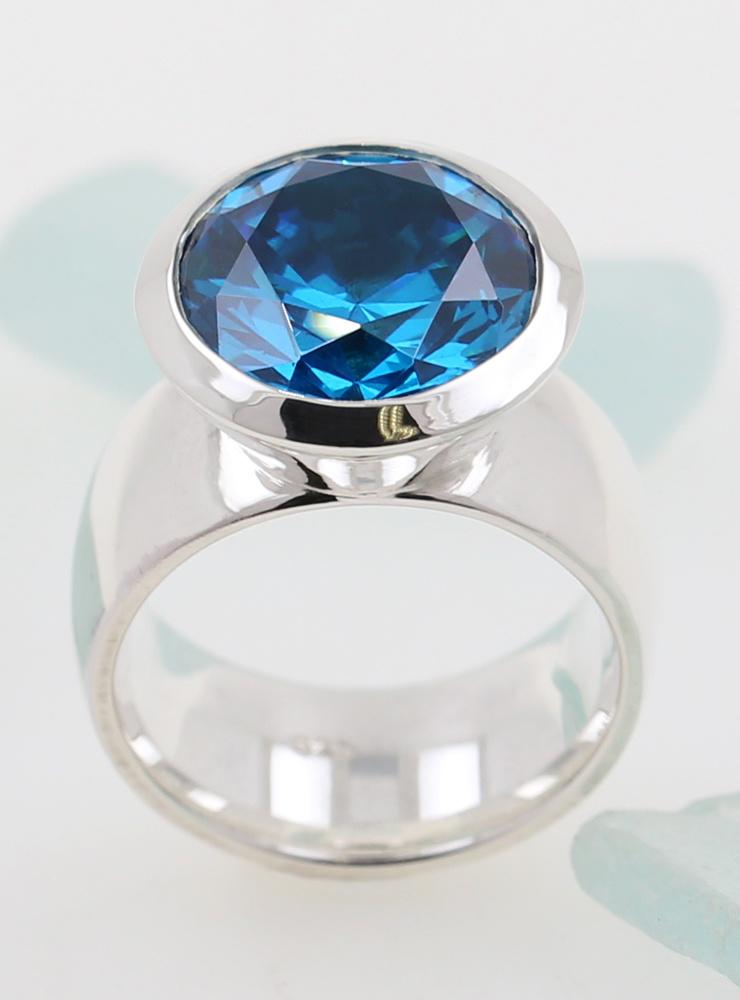 Prunkstück Türkisblau: Ring aus 925er Silber und Cubic Zirkonia