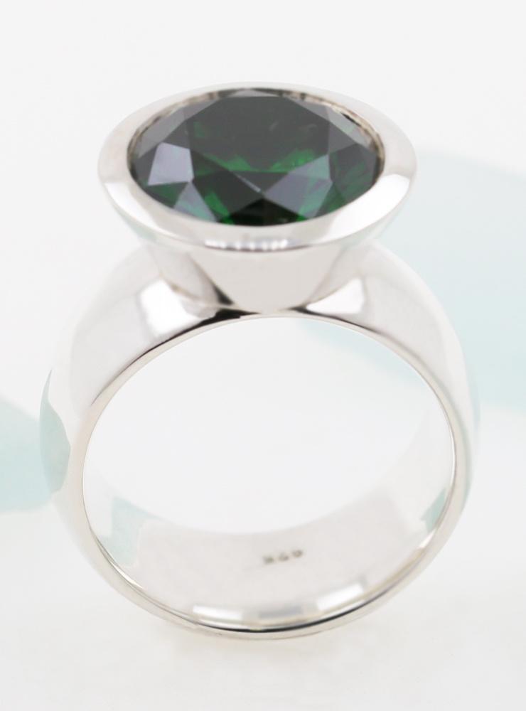 Prunkstück  Samaragdgrün: Ring aus 925er Silber, Zirkonia