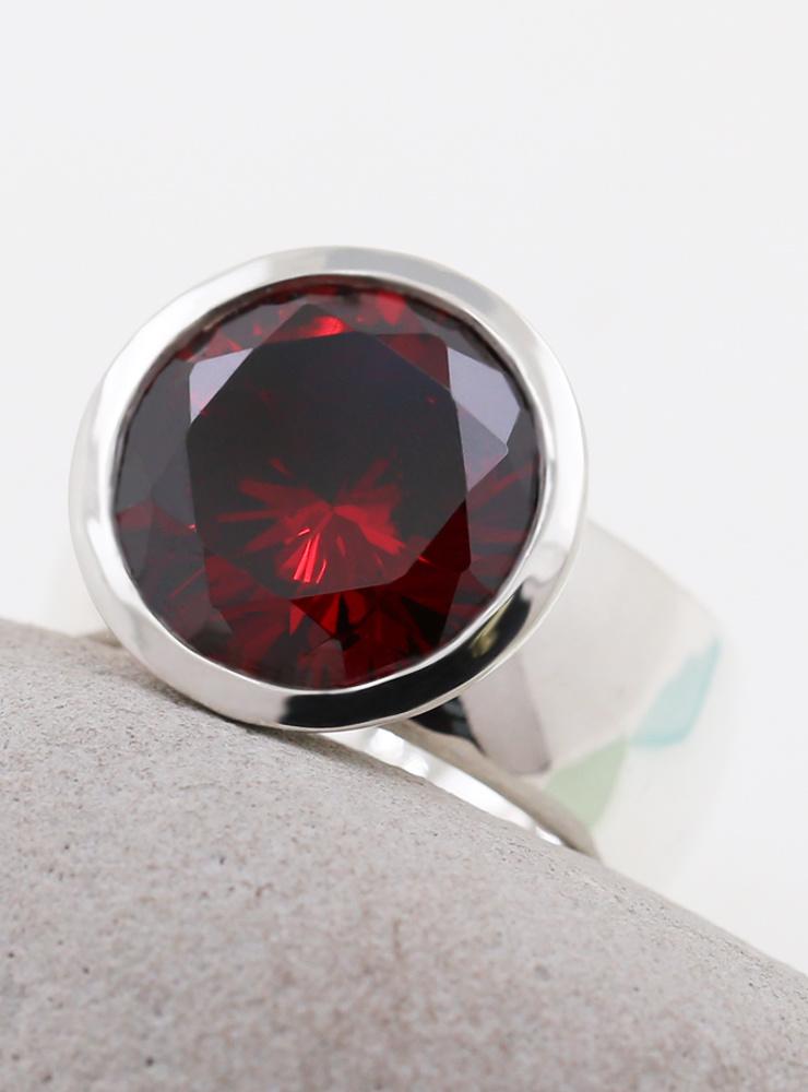 Prunkstück Granatrot: Ring aus 925er Silber, Cubic Zirkonia