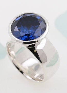 Ring Prunkstück Saphirblau