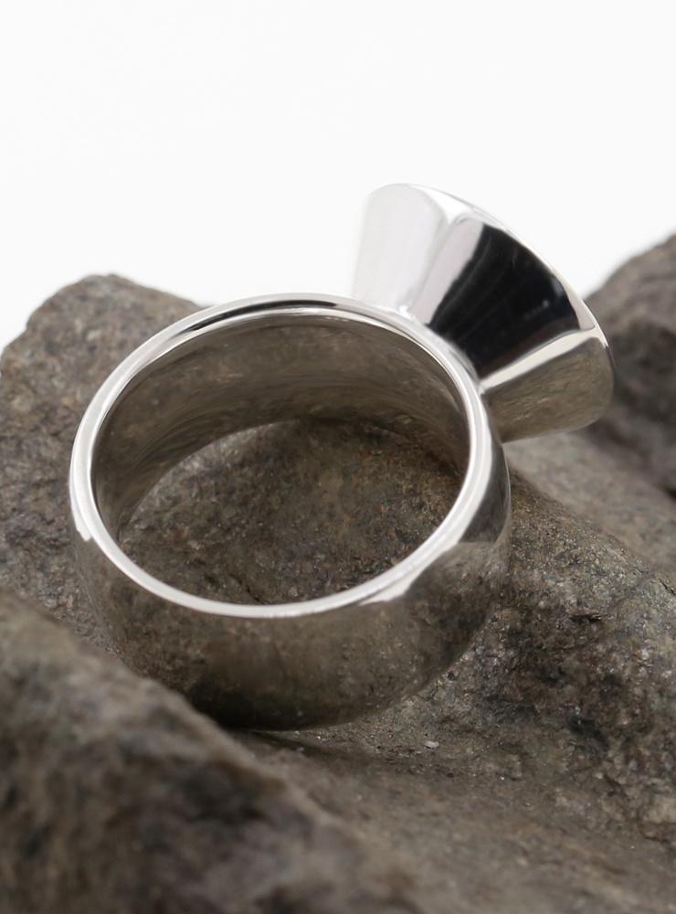 Prunkstück Saphirblau: Ring aus 925er Silber und Cubic Zirkonia