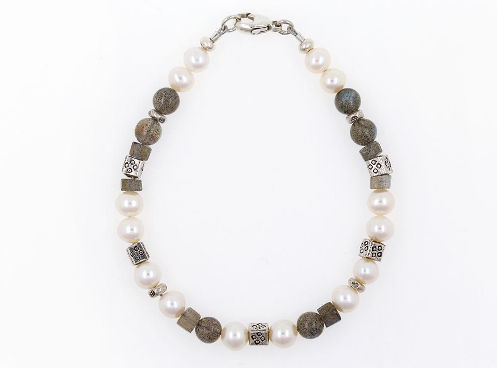 Handgemachtes Armband aus  Labradorit, SW-Perle und  Silberelementen, klein