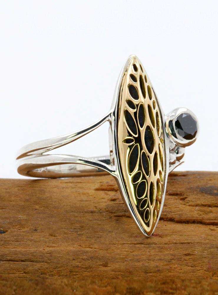 Joli: Ring aus 925er Silber, 750er Gelbgold und schwarzem Diamanten 0,25 ct.