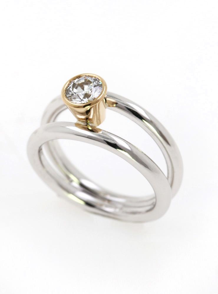 Clarity: Halbkaräter Ring aus 585er Weißgold, 750er Gelbgold und Diamant 0 ,5 ct.