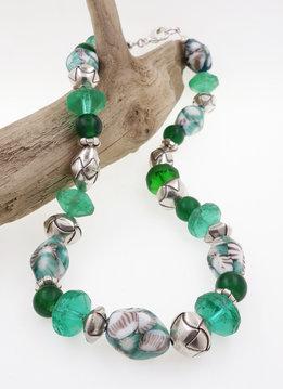 Halskette in Grün: Glasperlen und  Silber