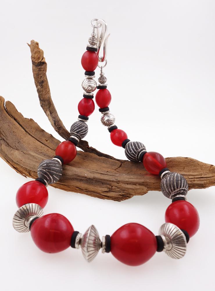 Unikat-Halskette aus antiken Glasperlen, afrikanischen Keramikperlen und Silber