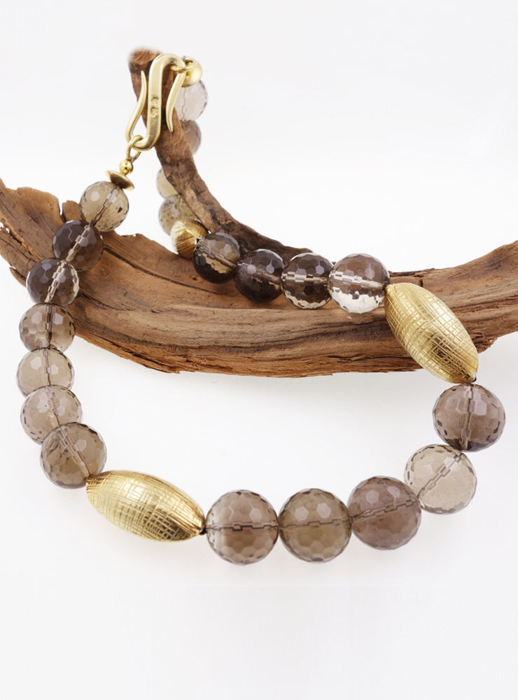 Halskette aus Rauchquarz-Kugeln und vergoldeten Silberelementen