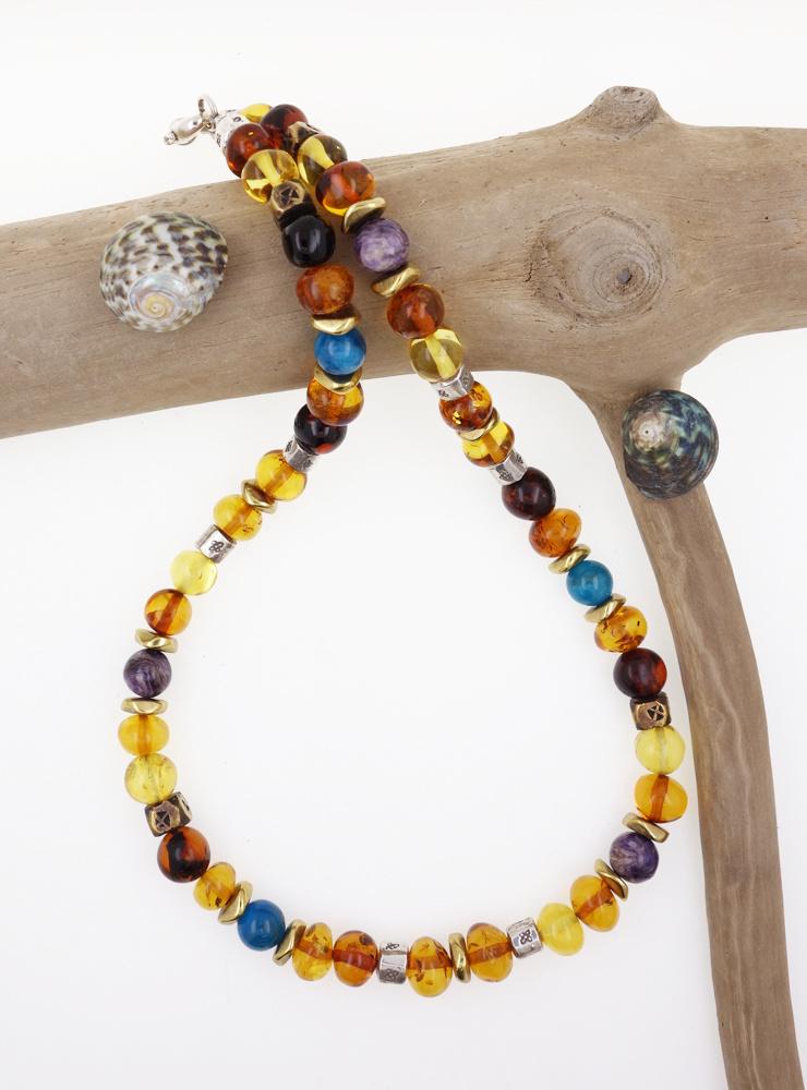 Handgemachte Halskette aus Bernstein, Charoit, Apatit, Messing und Silber