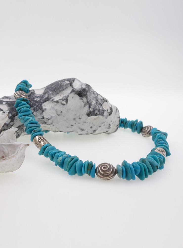 Handgemachte Halskette aus Türkis und Silberelementen