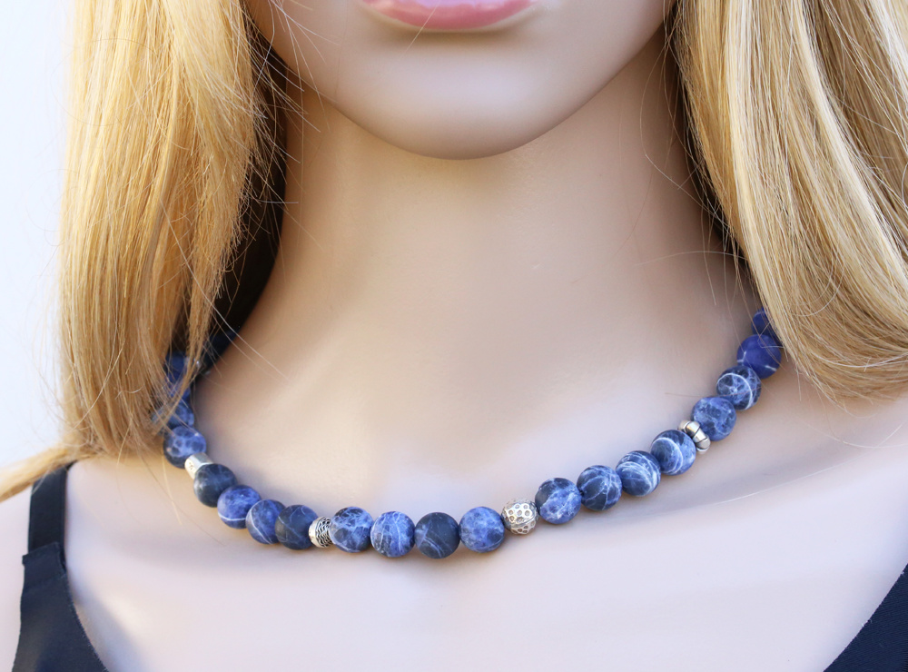 Halskette Sodalith-Kugeln mit diversen Silberelementen