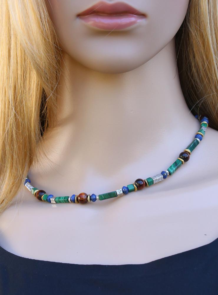 Halskette aus Malachit, Tigerauge, Lapis, Messing und Silber