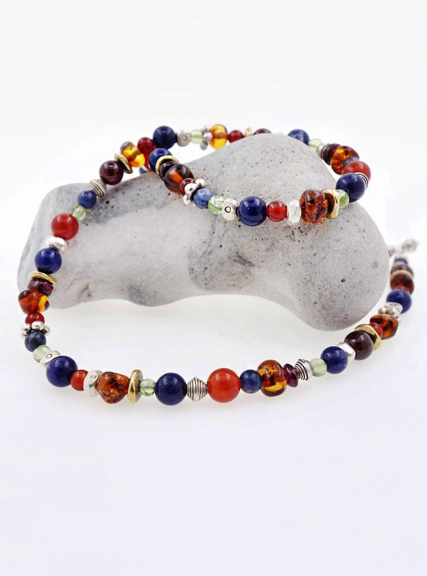 Halskette aus Silber, Messing und Farbedelsteinen