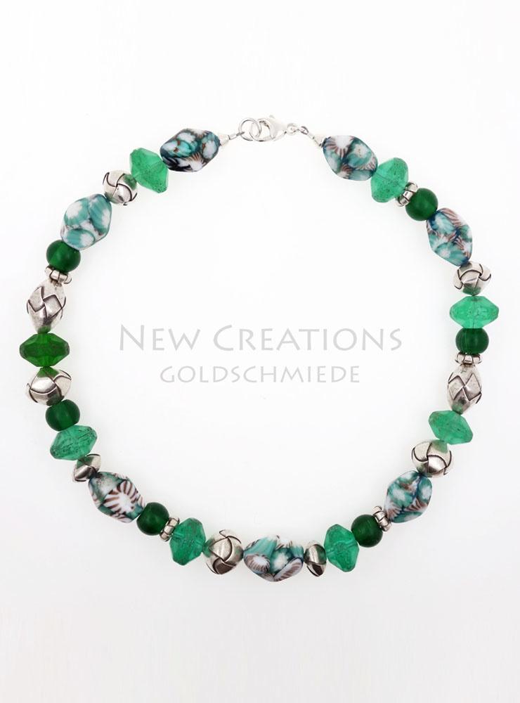 Unikat-Halskette aus grünen Glasperlen und Silber