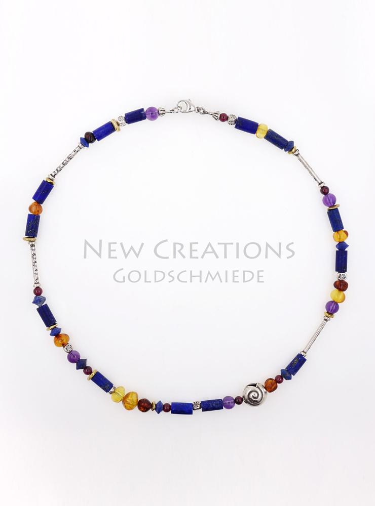 Handgemachte Halskette aus Lapislazuli, Silberschnecke und Farbedelsteinen