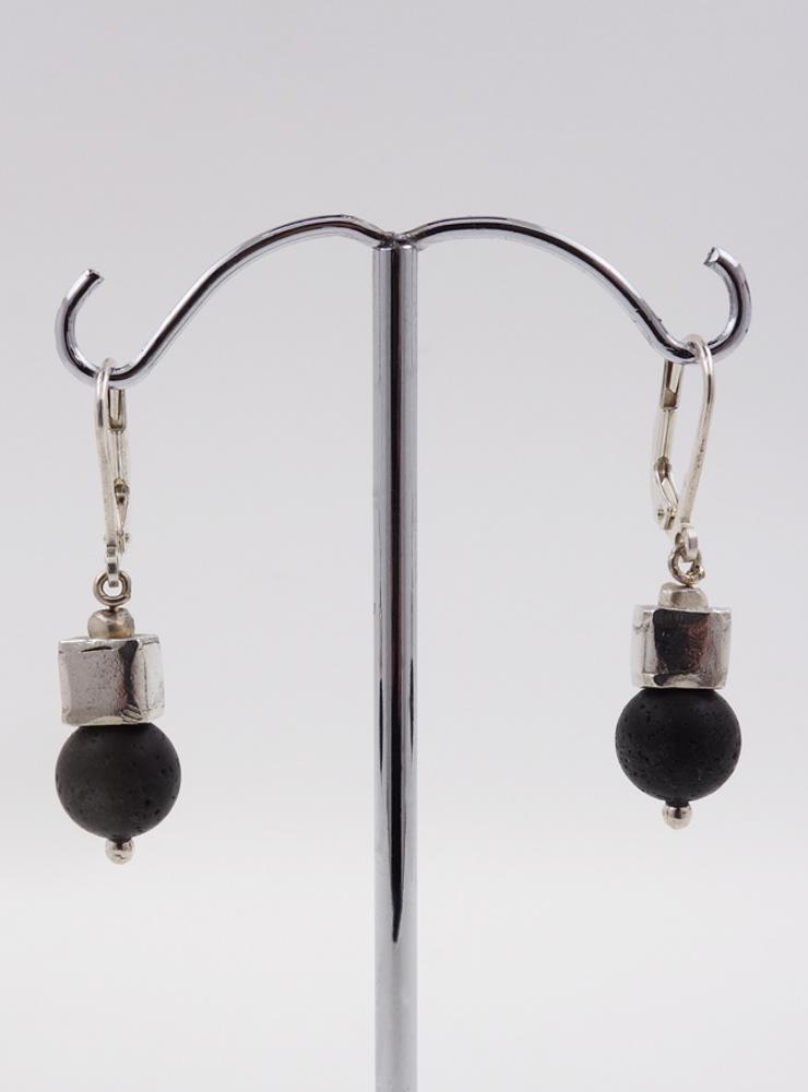 Ohrringe Lavasteinkugel, Silberwürfel
