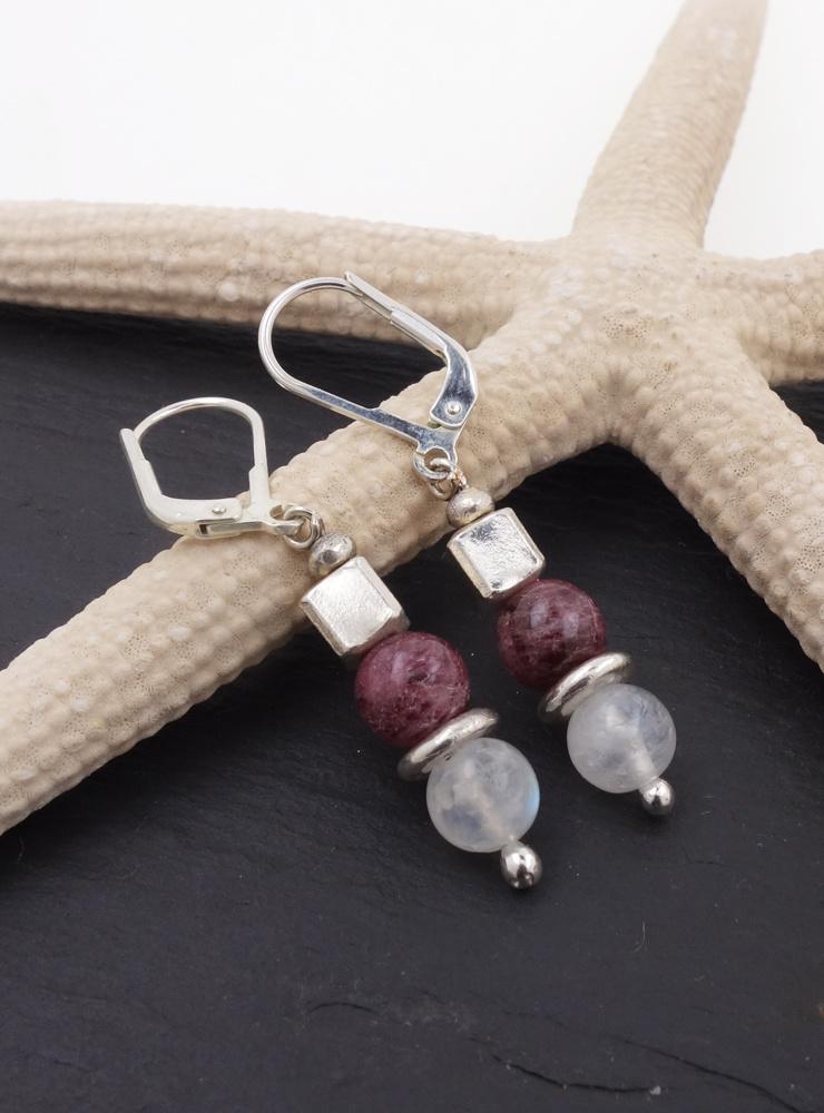 Ohrringe aus  Mondstein, Turmalin und Silberwürfeln