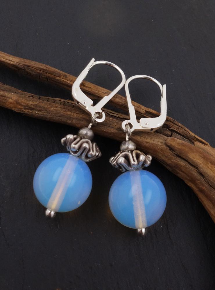 Ohrringe aus Opalglas und Silber