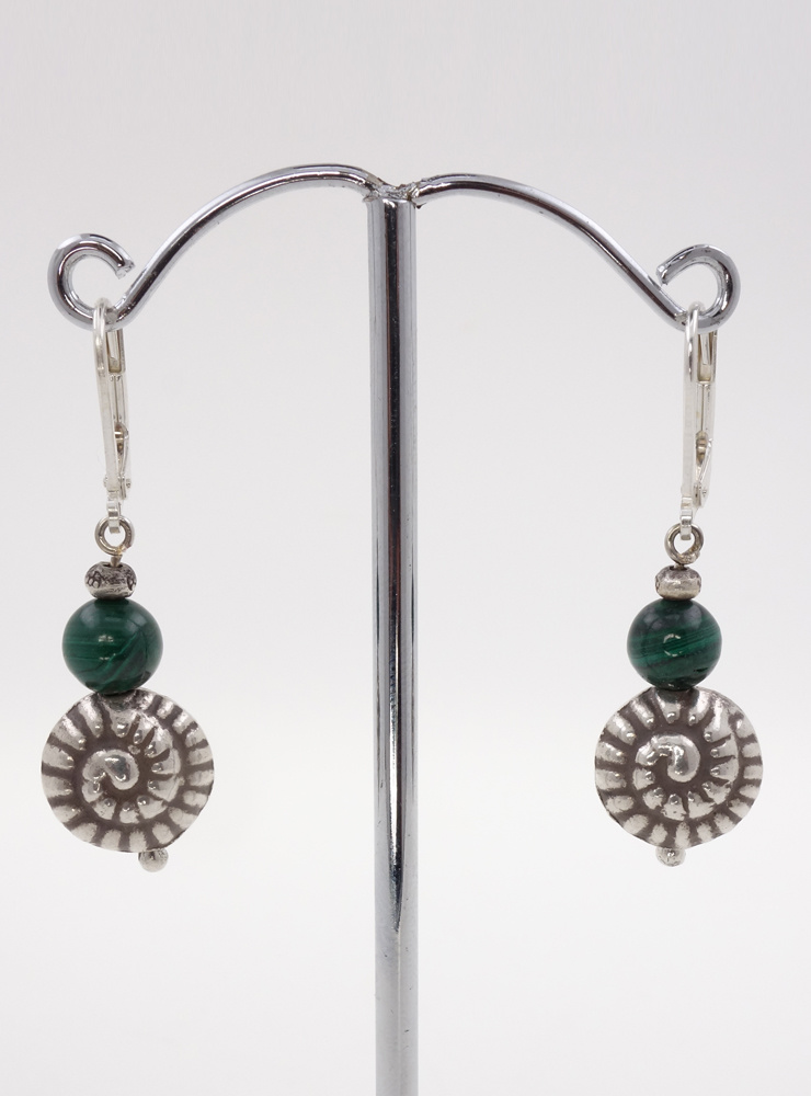 Ohrringe aus Malachit und Silberschnecke