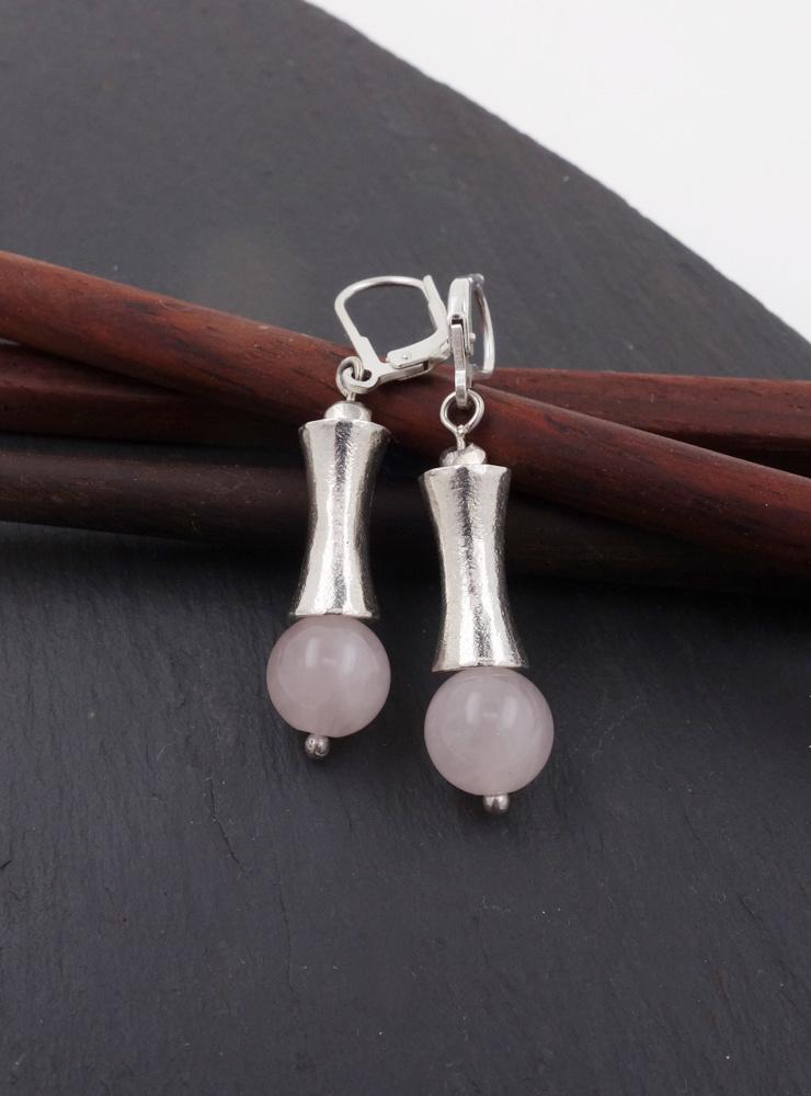 Elegante Ohrringe aus Rosenquarz und Silberelementen