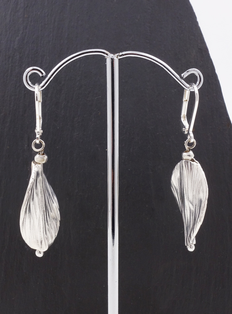 Attraktive handgemachte Ohrringe aus Silber