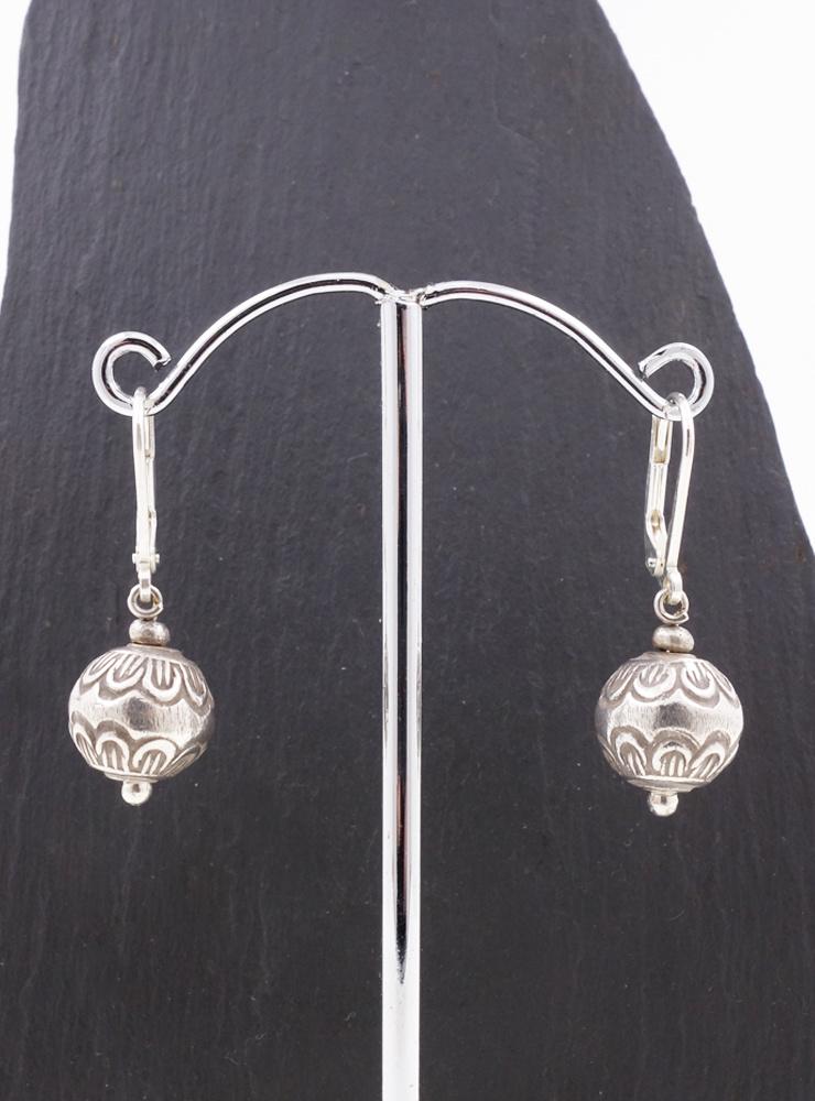 Ohrringe aus verzierten Silberkugeln