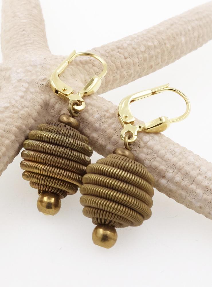 Ohrringe aus Messing mit Ohrringhaken aus vergoldetem Silber