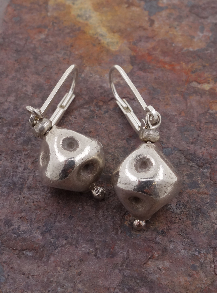 Handgemachte Ohrringe aus Silber