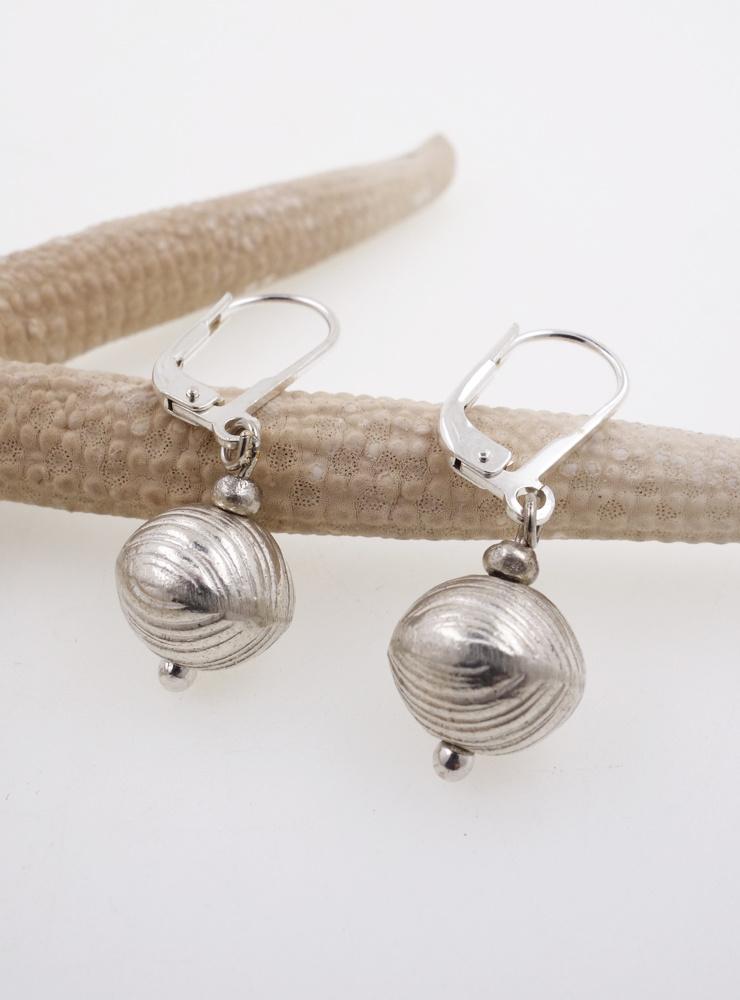 Ohrringe aus Silberkugeln