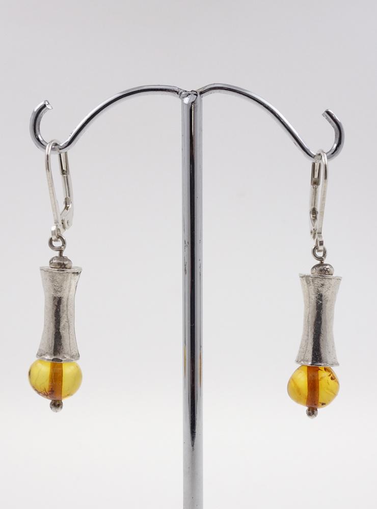 Elegante Ohrringe aus Bernstein und Silberelementen