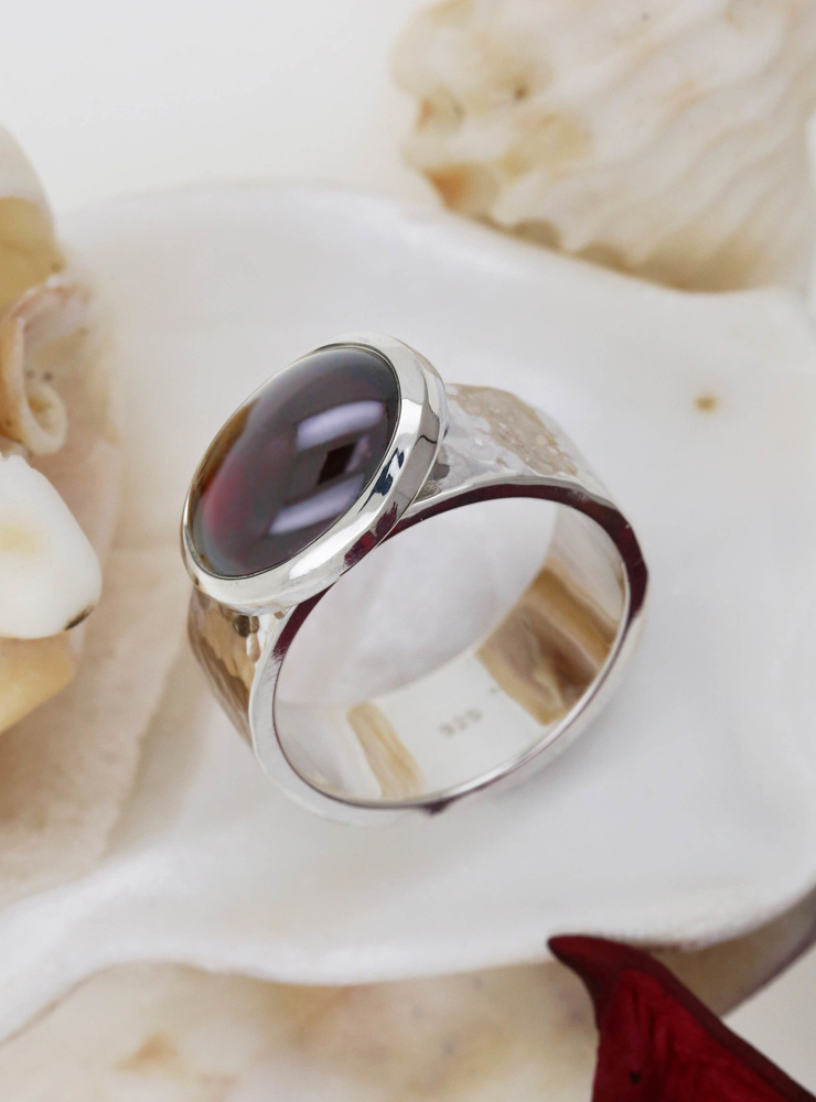 """""""New Creations"""": Ring aus 925er Silber und Granat"""