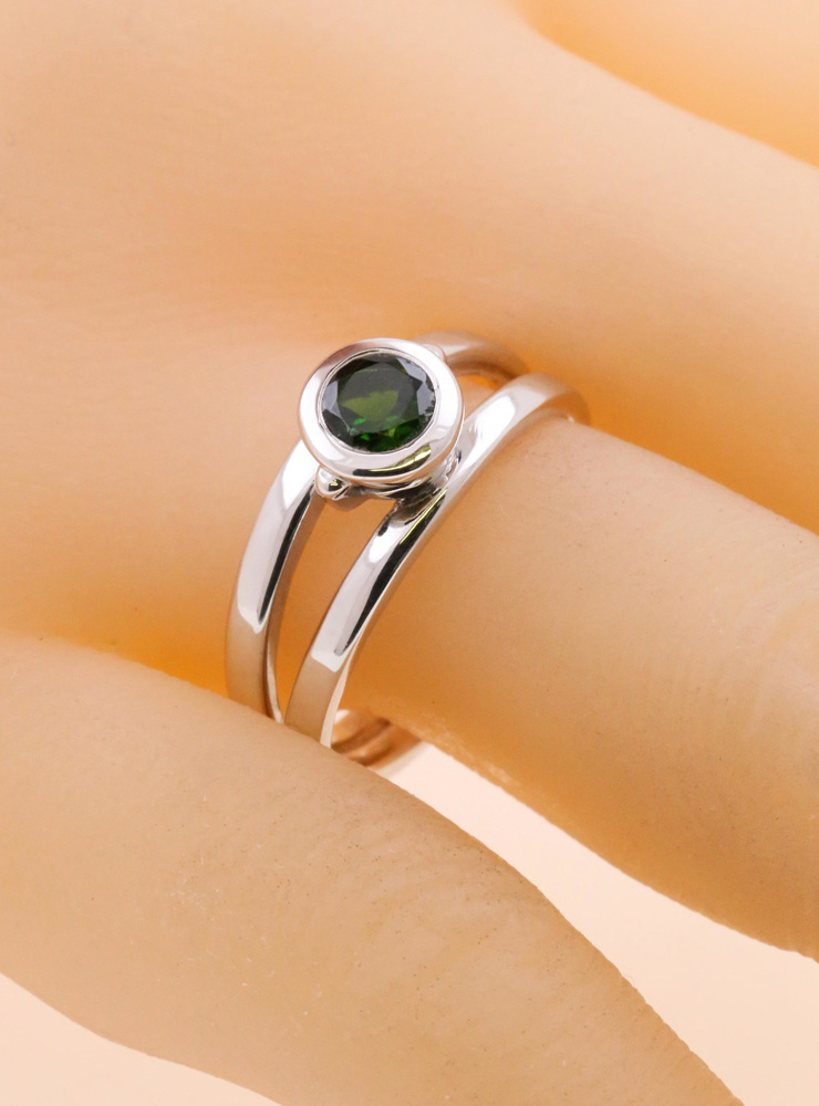 Berlin: Ring aus 925er Silber und  Chromdiopsid