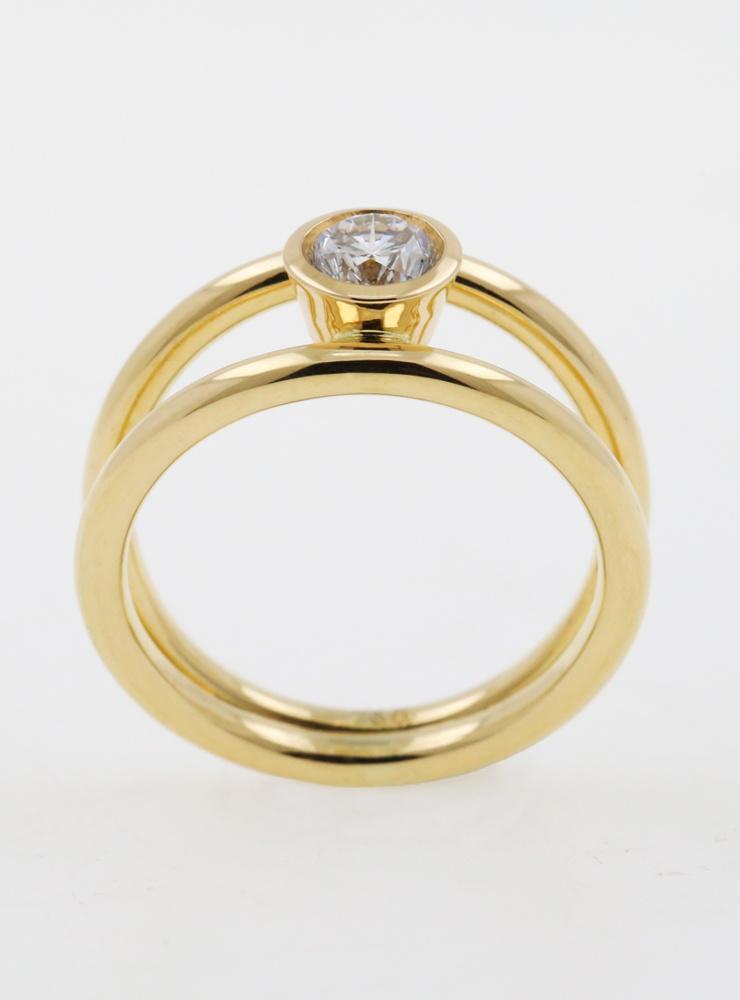 Clarity: Halbkaräter Ring aus 750er Gelbgold und Diamant 0,51 ct.
