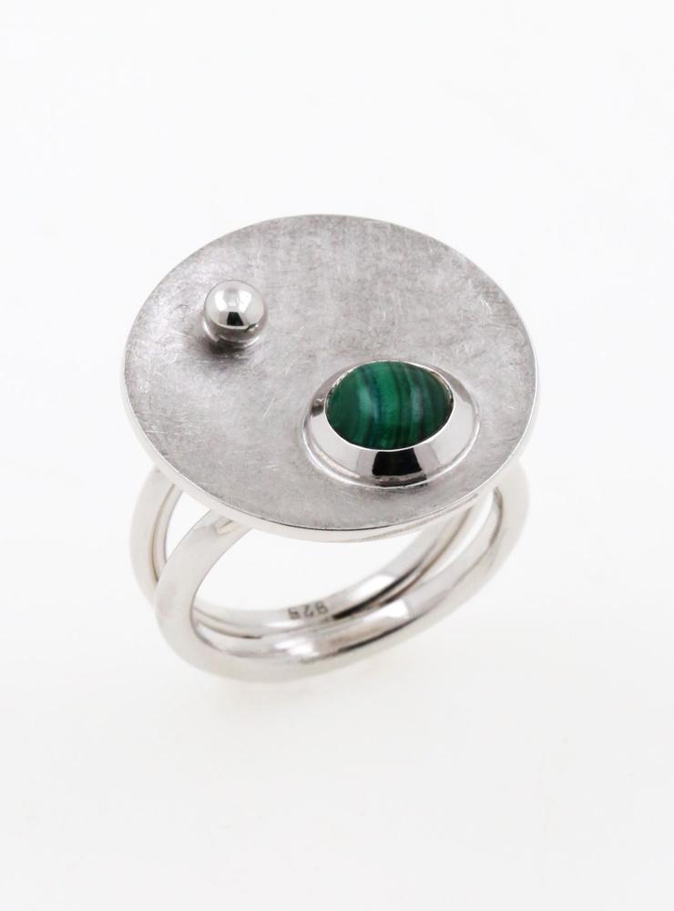 Satellit: Handgemachter Ring aus 925er Silber und Malachit