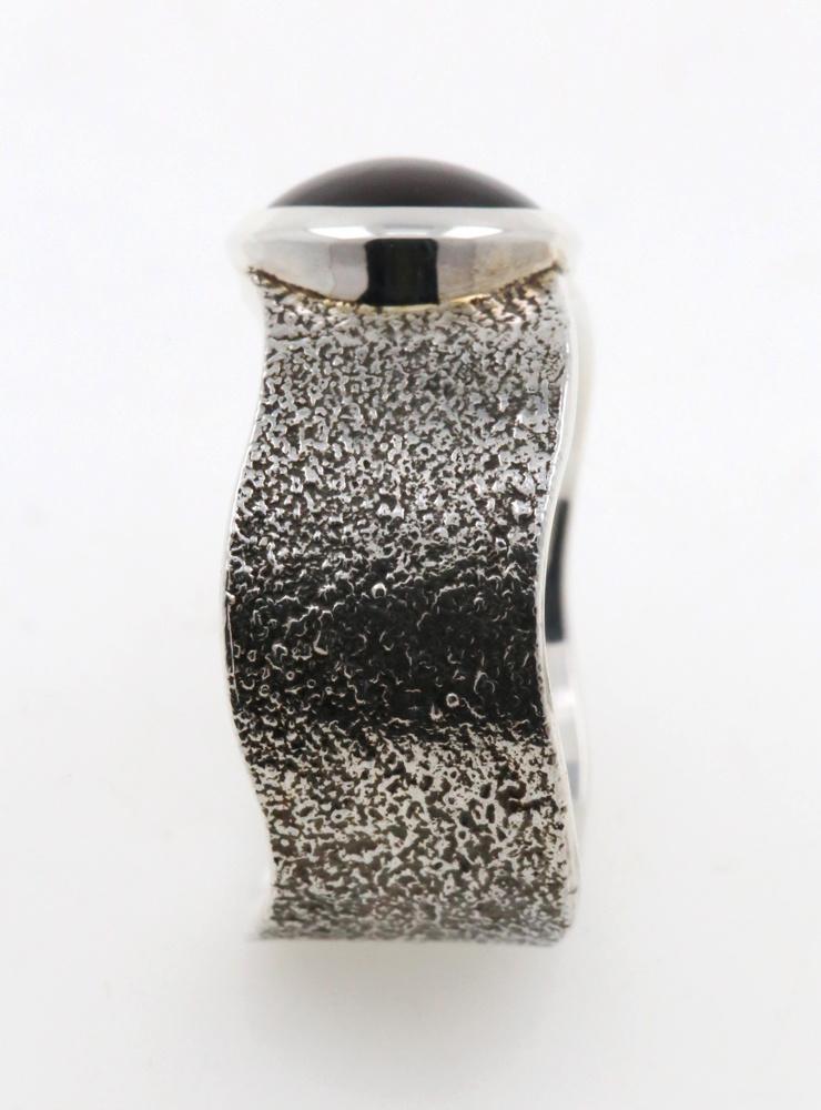Giulia: Handgefertigter Ring aus 925er Silber und Granat