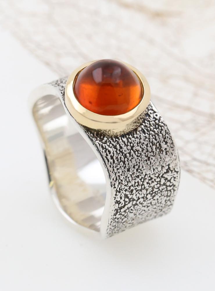Giulia: Ring aus 925er Silber, 750er Gelbgold und Bernstein