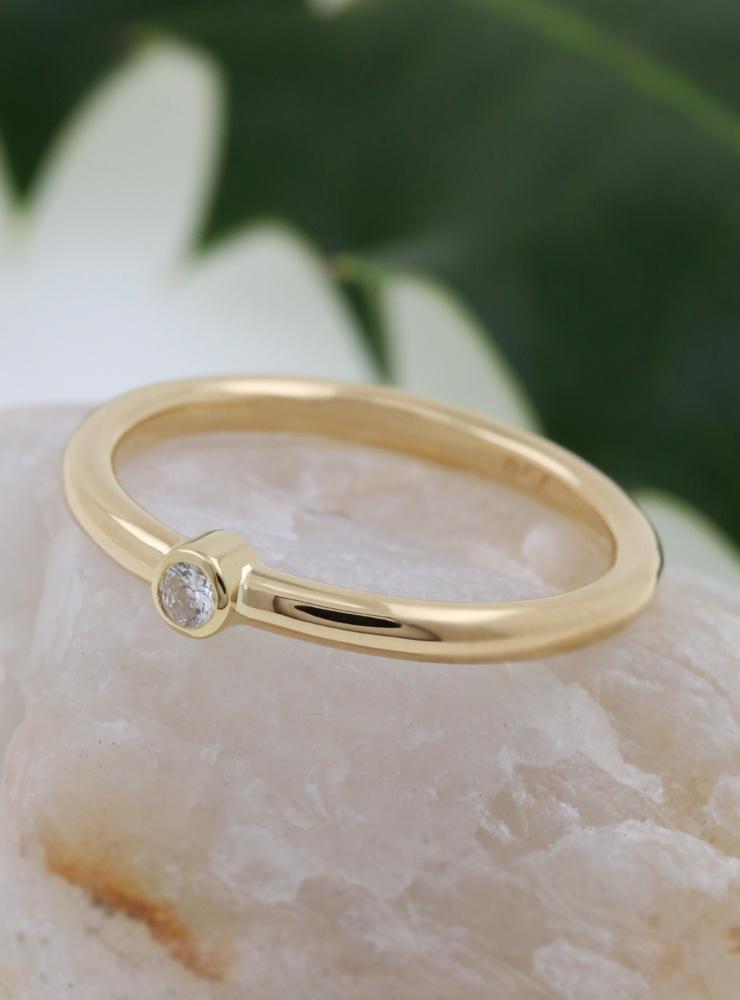Ringlein 1: Ring aus 750er Gold und Diamant