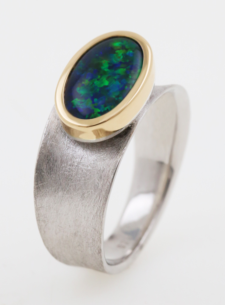 Libelle: Ring aus 750er Gold, 925er Silber und Opaltriplette