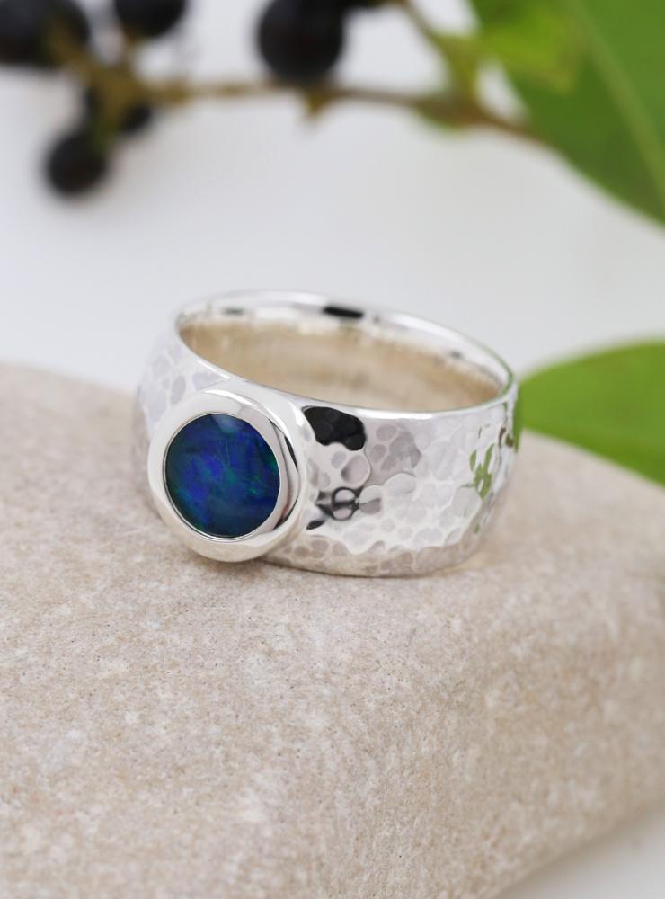 King Arthur: handgemachter Ring aus 925er Silber und Opaltriplette