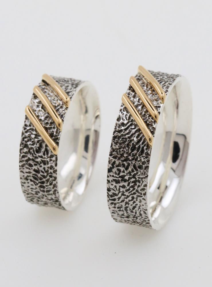 3 Streifen: Handgemachter Ehering aus 925er Silber und 750er Gold