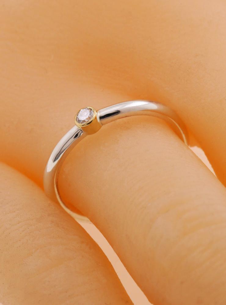 Ringlein 1: Schmaler Verlobungsring aus 925er Silber, 750er Gold mit Diamant