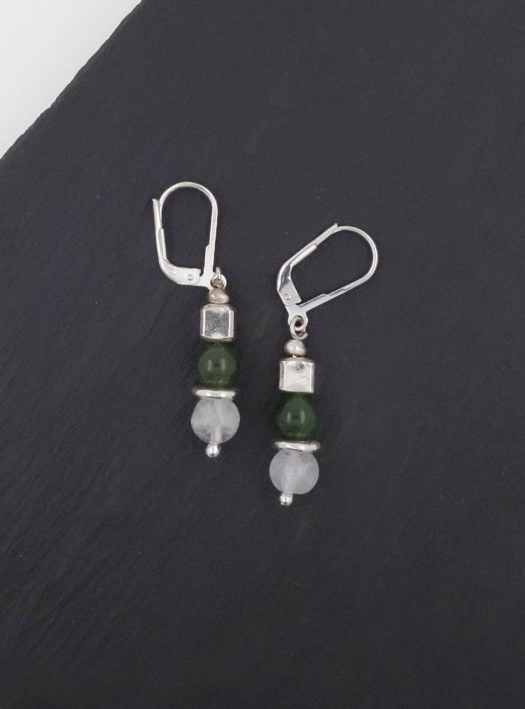 Ohrringe aus  Mondstein, Jade und Silberwürfel