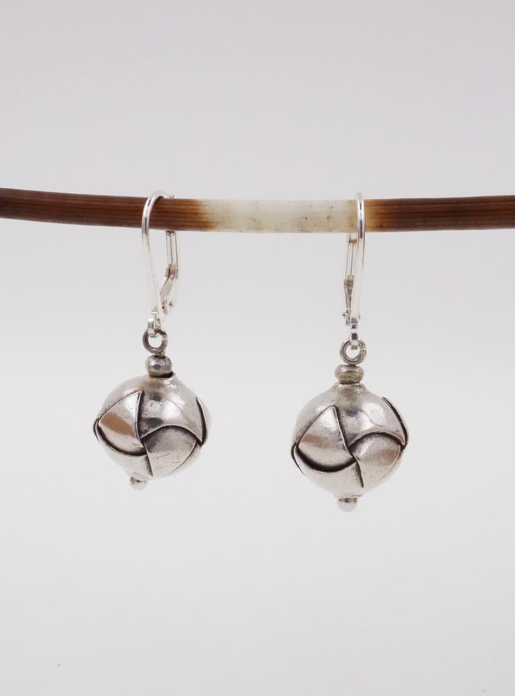 """""""Origami"""": Handgemachte Ohrringe aus Silber"""