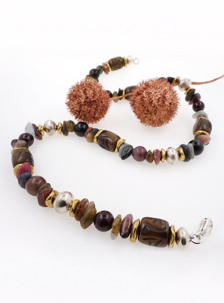 Halskette aus Turmalin, Jade, Granat, Messing und Silber