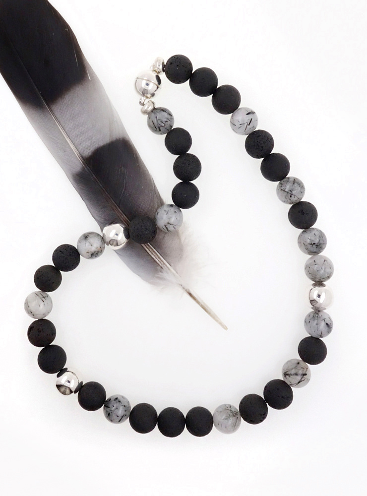Halskette aus Turmalinquarz, Lavastein und Silber